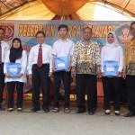 Foto bersama Walikota Depok didampingi Kadisdik dengan para siswa -siswi berprestasi (Dok SP)