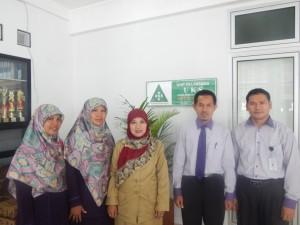 Kabid Pendas Eneng Sugiarti didampingi Wakesek dan guru SDIT Al- Haraki.(Dok SP)
