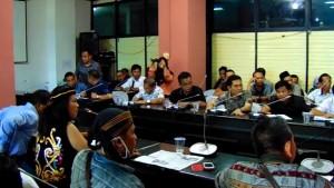 Saat pertemuan antara perwakilan warga Desa Bangkalaan Dayak dengan Anggota Dewan