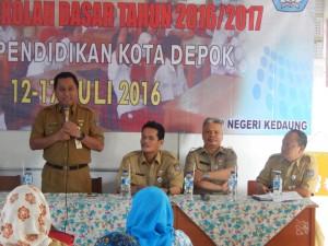 Kadisdik membuka pelatihan revisi K-13 Di-SDN Kedaung Sawangan, Depok