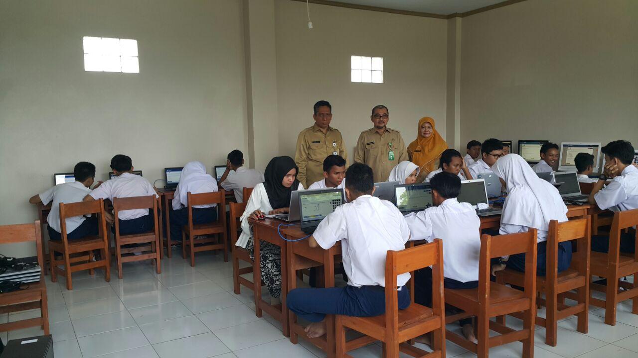 Kadisdik Dan Kepala Kantor Kemenag Kota Depok Tinjau Pelaksanaan Simulasi UNBK SMP