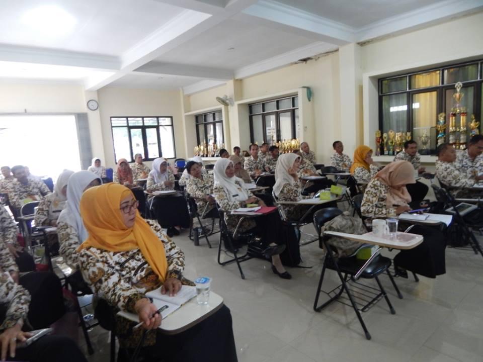 PESERTA RAKOR : Kepsek SD Negeri dan Swasta secara rutin melakukan koordinasi melalui rakor mingguan dengan UPT Pendidikan