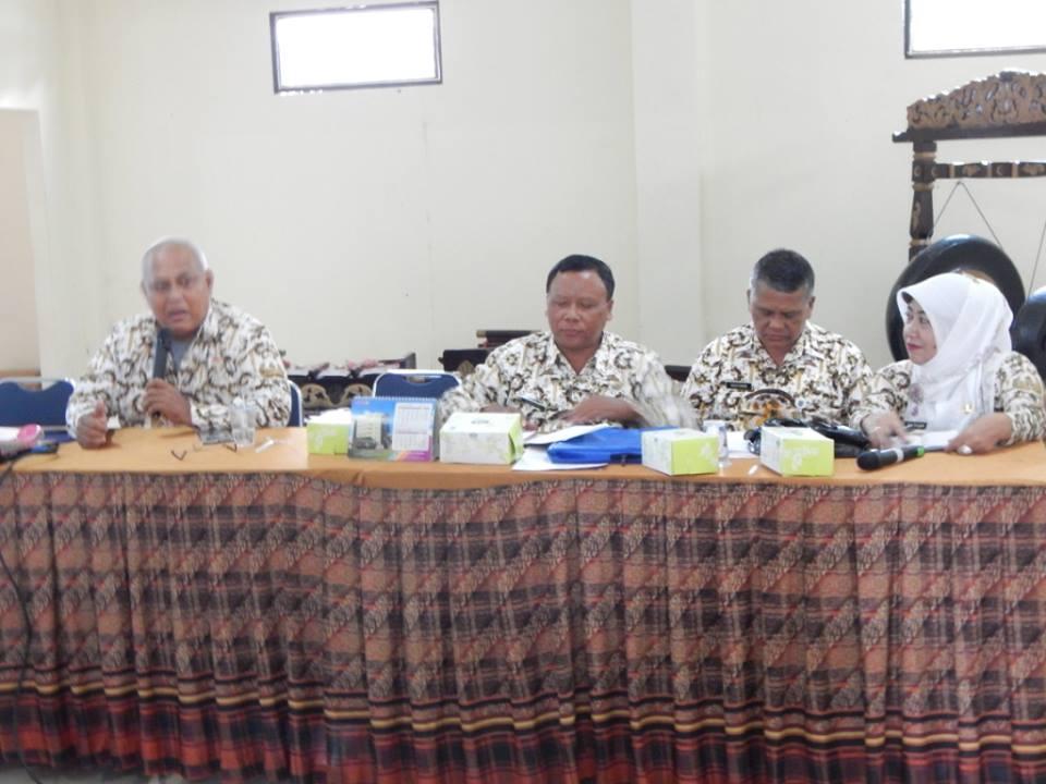 Kepala UPT Pendidikan SD Kec. Tapos, Ebeng Djayadi pimpin Rakor mingguan