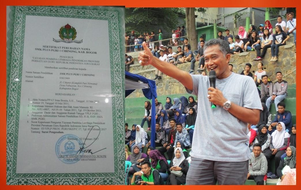Kepala SMK Plus PGRI 1 Cibinong, Drs. Ali Gozali, MPd dan piagam Penghargaan Dari PGRI Jawa Barat