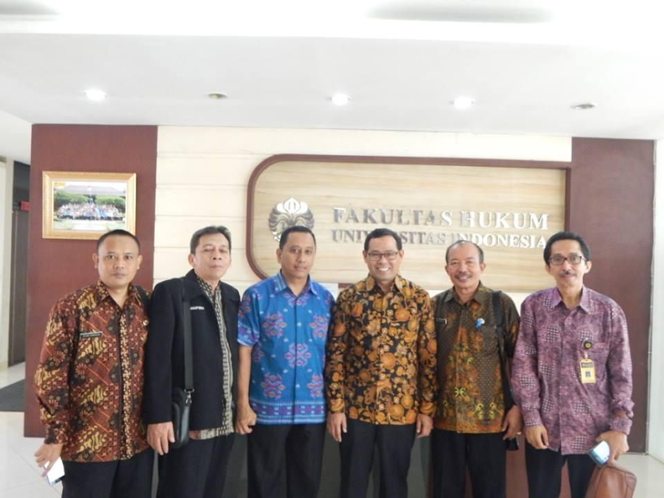Dekan Fakultas Hukum,Prof Topo Santoso, Kepala Sub Direktorat Kerjasama Pemerintah, Dr Suryadi,Kepala BP3 Wil 1 Bogor, Ir Herry Pansila, serta perwakilan Kepala SMA/K se Kota Depok.