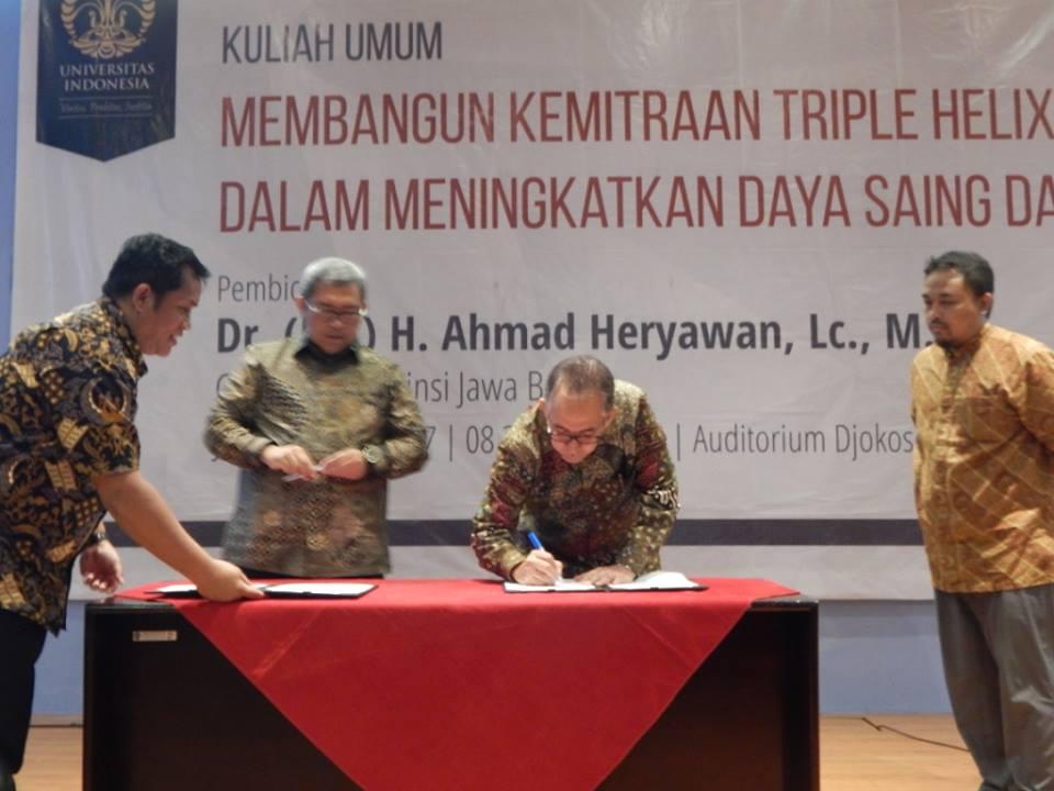 Gubernur Jawa Barat juga  menandatangi Memorandum of Understanding (MoU) dengan UI terkait hibah beasiswa, kerja sama penelitian masyarakat pesisir Jawa barat, dan hibah berupa 5 buah bus operasional dan 1  unit commuter senilai Rp 4,5 Milyar.