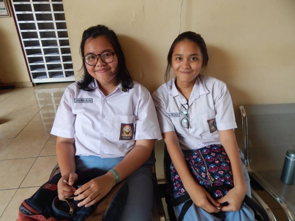 Aisya Rizki Anjani dan Anggina Febi peserta UNBK SMAN 3 Depok