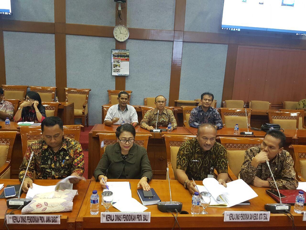 Kadisdik provinsi Jawa Barat yang diwakili Kepala Cabang Dinas wilayah III, dinas pendidikan Jawa Barat, Herry Pansila
