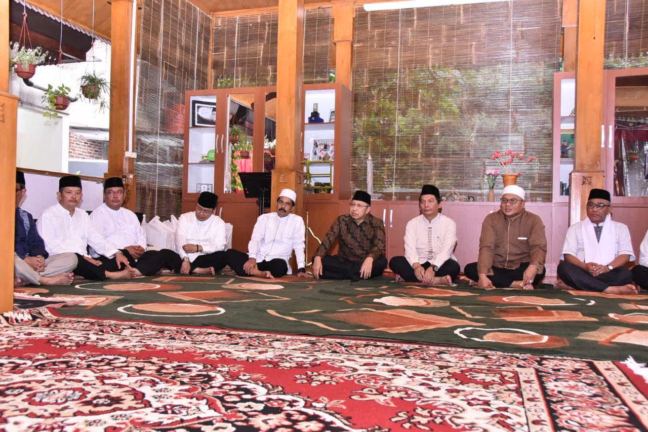 Tampak Wakil Walikota Depok, Pradi Supriatna serta anggota DPR-RI, Mahfudz Abdurrahman turut hadir pada acara buka puasa bersama