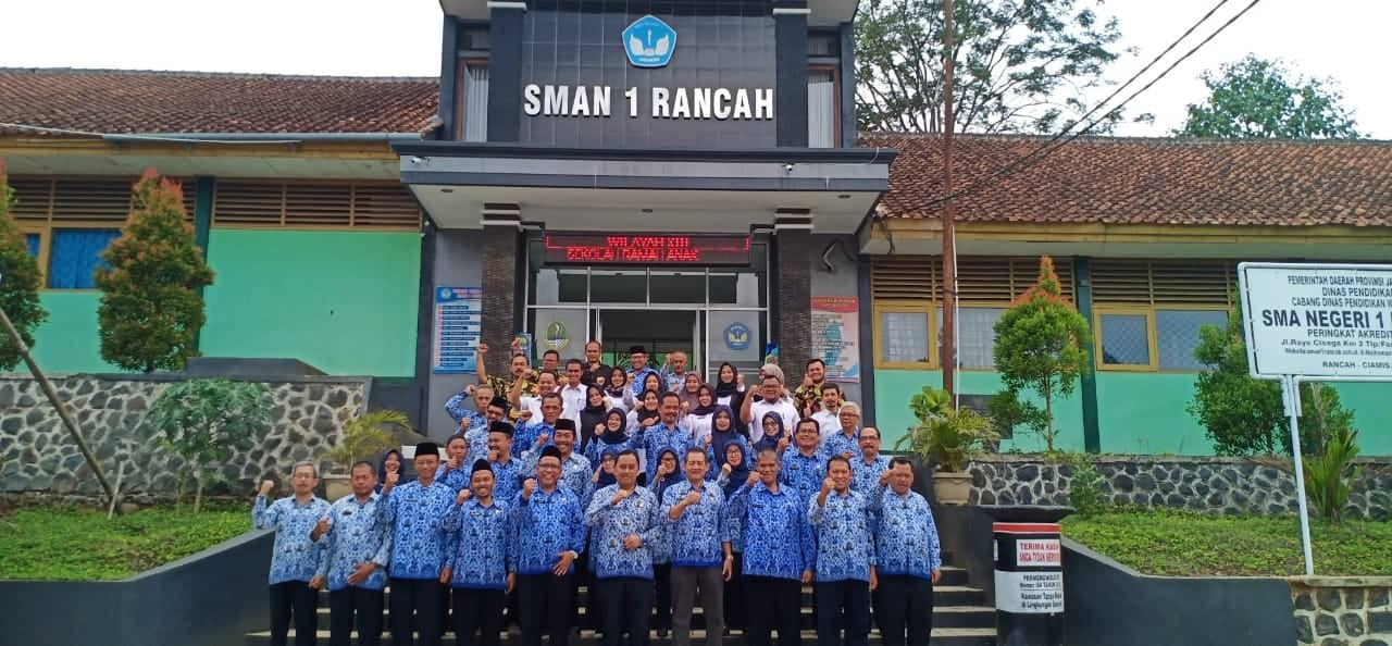 Foto bersama KCD XIII dengan PTK SMAN 1 Rancah-swarapendidikan.co.id