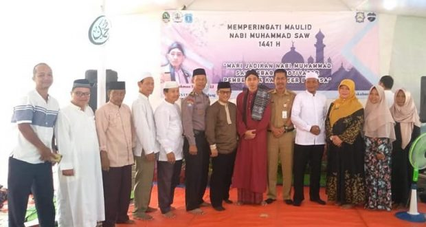 Kepsek Melwinda bersama sejumlah tokoh masyarakat serta perwakilan dari unsur TNI Polri