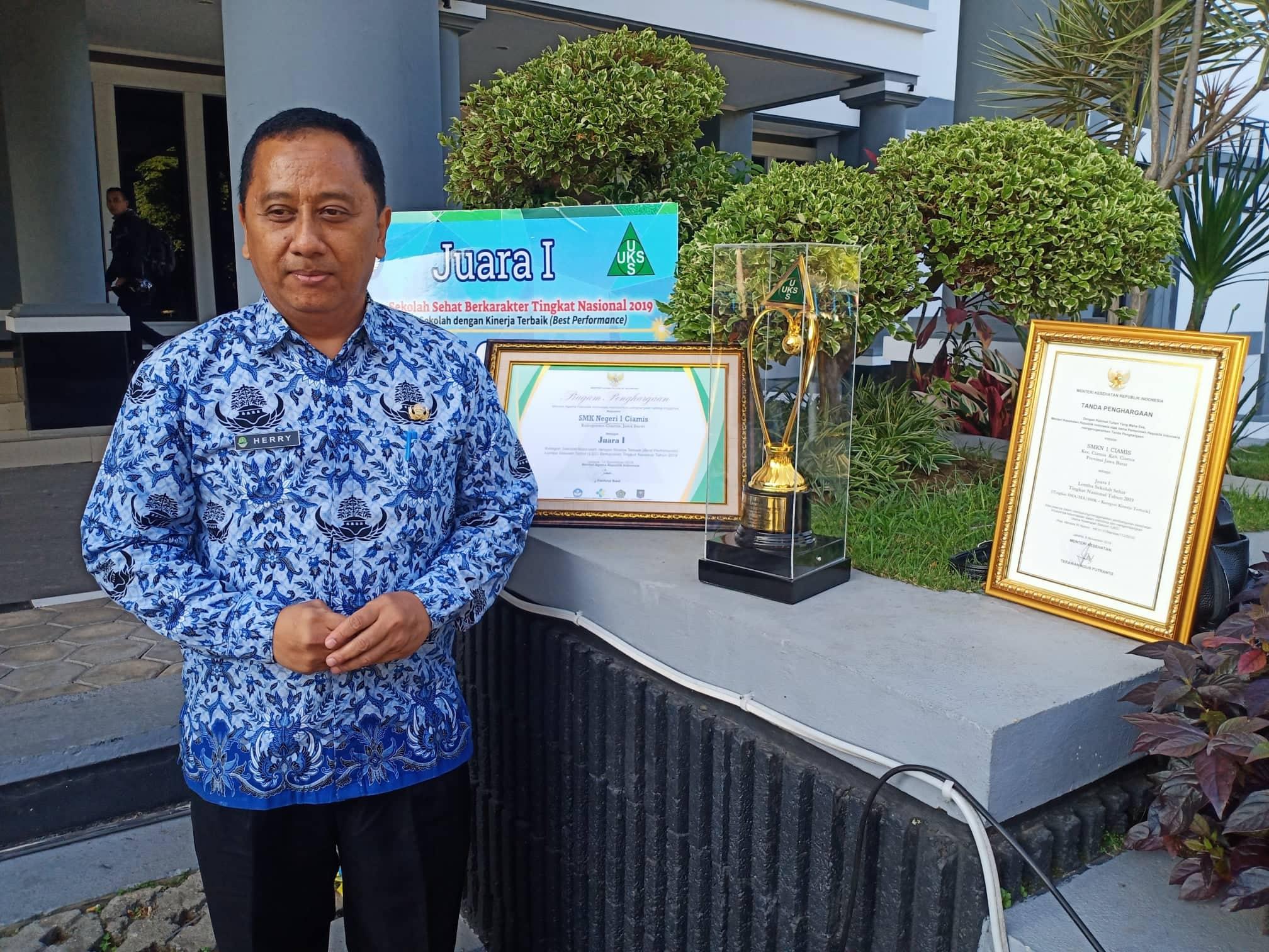 Kepala Cabang Dinas (KCD) wilayah XIII, Herry Pansila juga memberikan apresiasi atas keberhasilan yang telah dicapai SMKN 1 Ciamis.