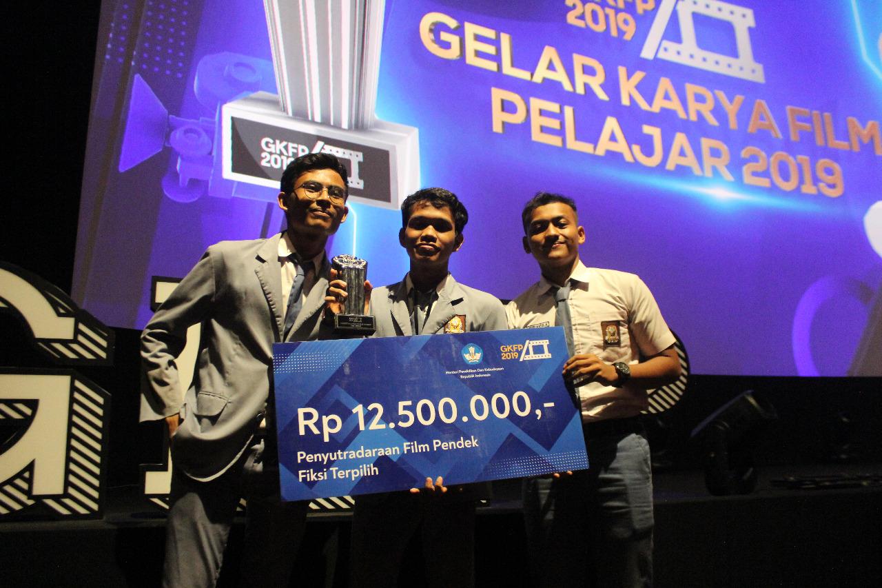Abimanyu Damarjati, pelajar asal Kota Bogor meraih penghargaan Penyutradaraan Film Pendek Fiksi Terpilih Gelar Karya Film Pelajar (GKFP) 2019