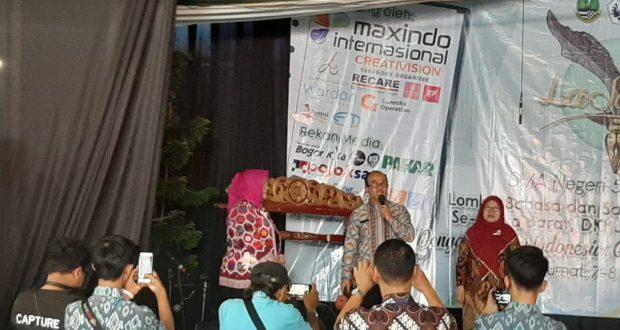 Kepala SMAN 5 Kota Bogor, Dewi Suhartini membuka La Sastra ke 19