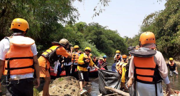 Aksi bersih sungai disepanjang bentangan Ciliwung dari Cilebut sampai Bojong Gede