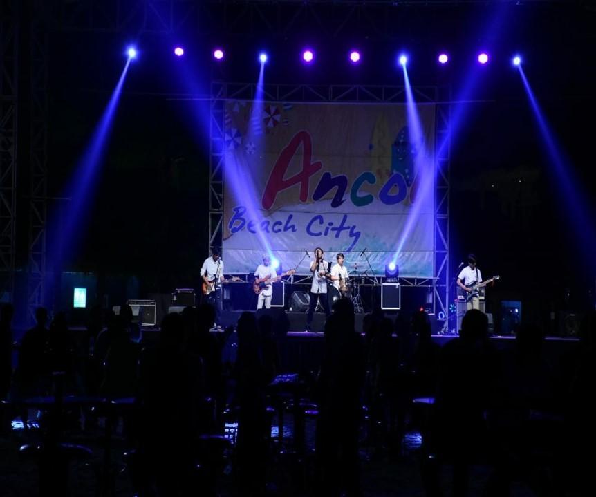 Salah satu penampilan D'ILLUSI di Taman Impian Jaya Ancol