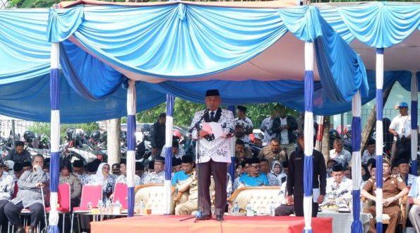Walikota Depok bersama ribuan guru yang tergabung dalam Persatuan Guru Republik Indonesia (PGRI) mengikuti upacara memperingati Hari Guru Nasional dan Hari Ulang Tahun PGRI ke-74 Tingkat Kota Depok