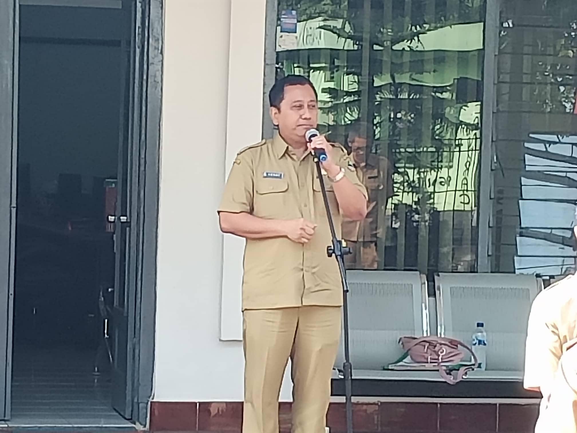 Kepala Cabang Dinas wilayah XIII, Herry Pansila memberikan arahan pada apel pagi, Selasa (10/12/19)