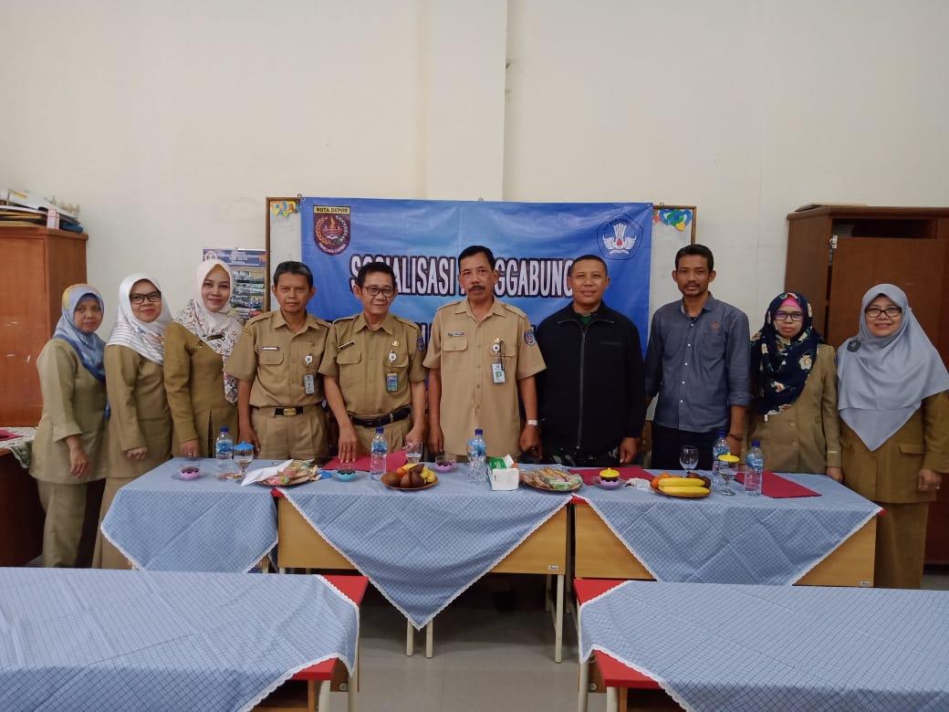 Bersama guru SDN Kalibaru 1 dan 4