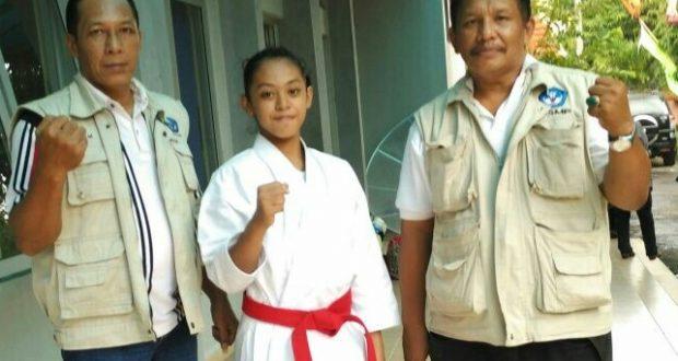 Kepsek SMPN 9, Salim Bangun bersama Kepsek SMPN 11, Gesit Iderbuana (Dok. Swara Pendidikan)