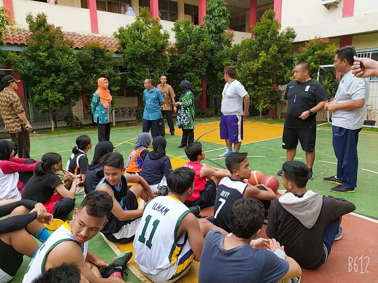 Tim Basket SMKN 2 Depok mendapat kehormatan dikunjungi Pelatih Junior NBA Asia Asal Filipina, Coach Calvin, Kamis (6/2/2020).