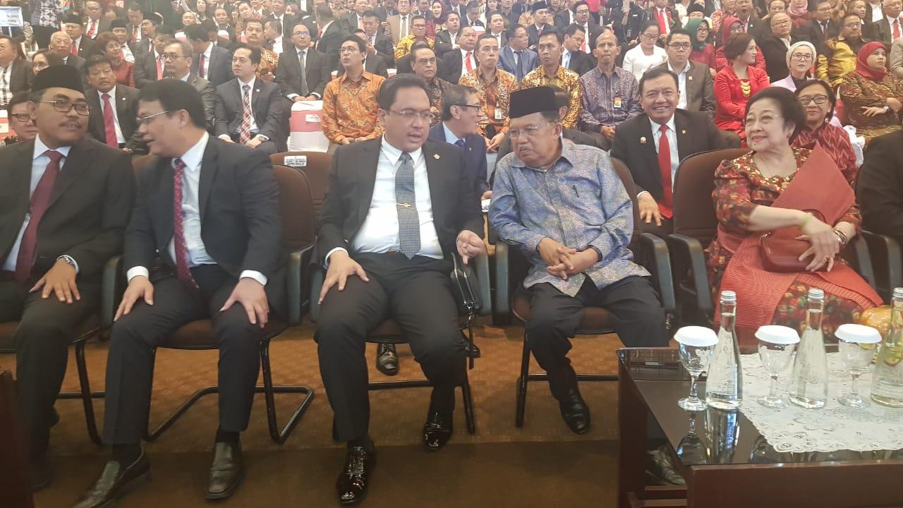 Ketua BPK RI Dr. Agung Firman Sampurna bersama mantan Presiden RI sekaligus Ketua Umum PDIP, Dr. (H.C) Hj. Megawati Soekarnoputri, Mantan Wakil Presiden RI, Drs. H. Jusuf Kalla, dan Ketua MPR RI, H. Bambang Soesatyo, SE, MBA.