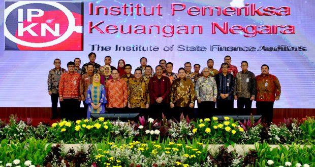 Pengukuhan Dewan Pengurus Nasional organisasi pemeriksa keuangan negara Institut Pemeriksa Keuangan Negara (IPKN), di Kantor Pusat BPK