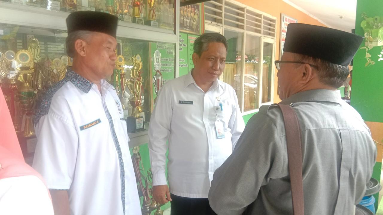 Kadisdik bincang-bincang dengan pengurus LPM Kec. Sukmajaya