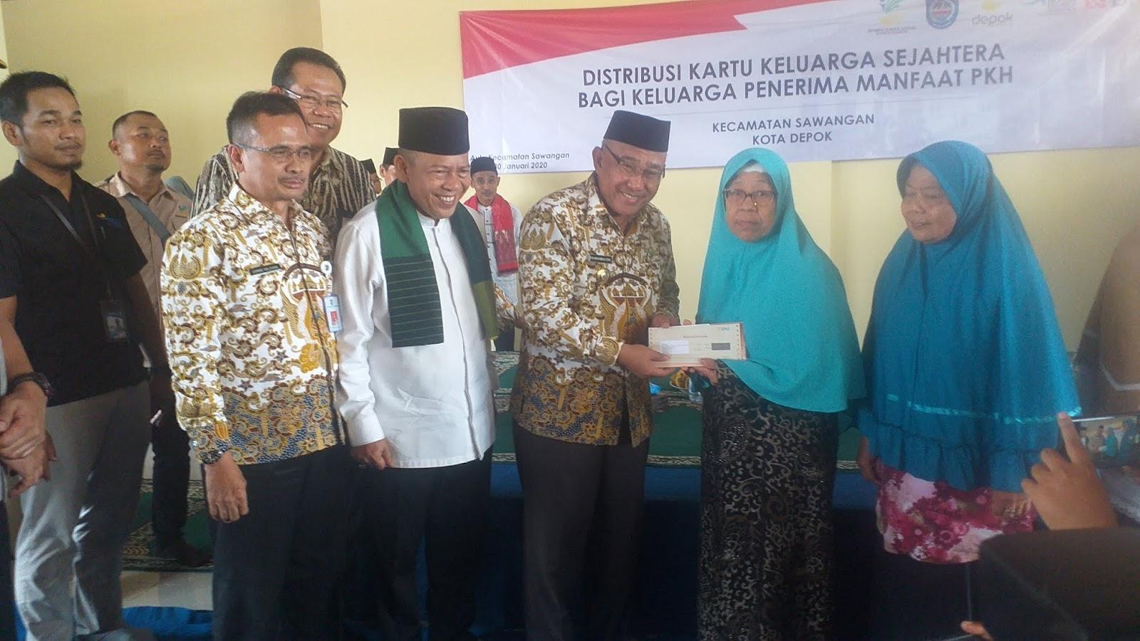 Walikota Depok serahkan kartu PKH sawangan