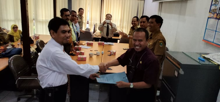 Ade Sudrajat memimpin SMAN 1 Panawangan Kab Ciamis, yang sebelumnya dirangkap oleh Suarman Guntara yang juga Kepsek SMAN 1 Kawali.