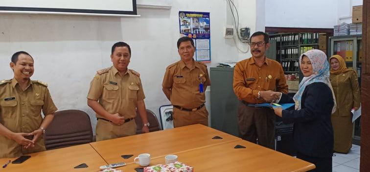Noor Rahmawati memimpin SMAN 1 Banjarsari yang sebelumnya dirangkap oleh Endang Rahmat yang juga Kepsek SMAN 2 Ciamis.